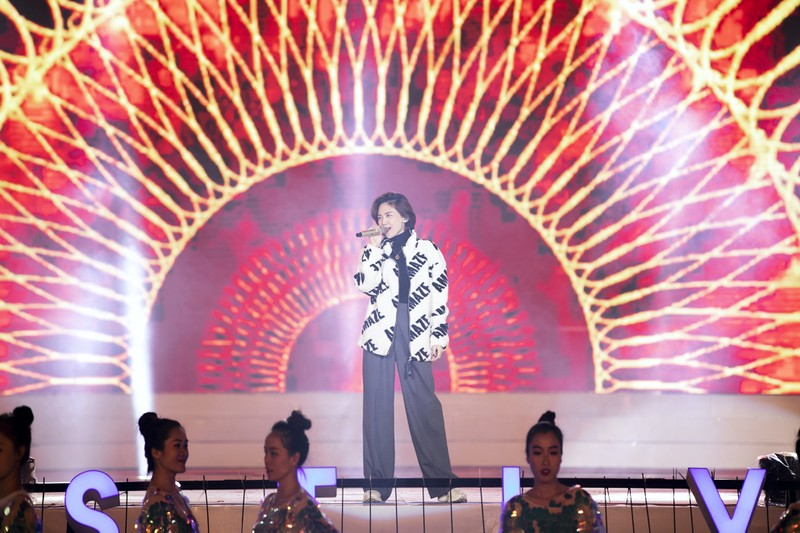 Tóc Tiên cháy hết mình ở Festival hoa Đà Lạt - ảnh 2