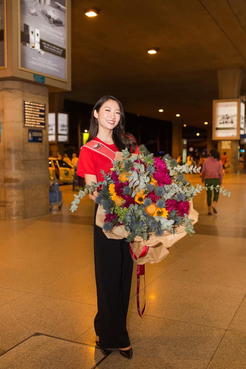 Thanh Khoa trở về Việt Nam sau khi đăng quang hoa khôi   - ảnh 3