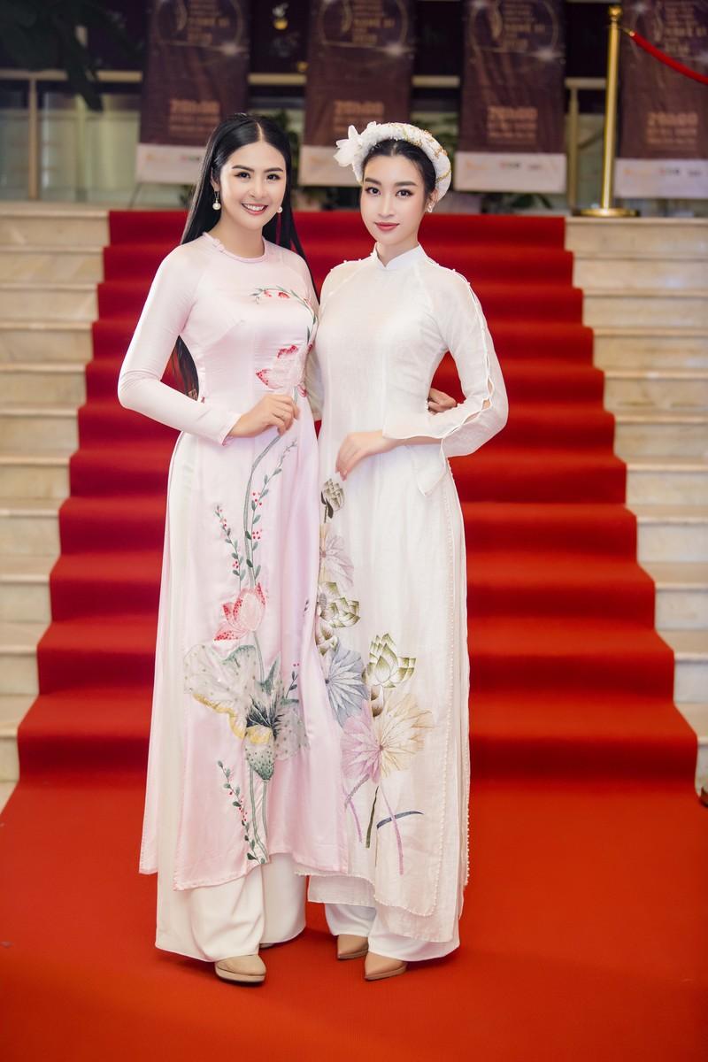 Hoa hậu Ngọc Hân và Đỗ Mỹ Linh hội ngộ khoe sắc đầu năm  - ảnh 1