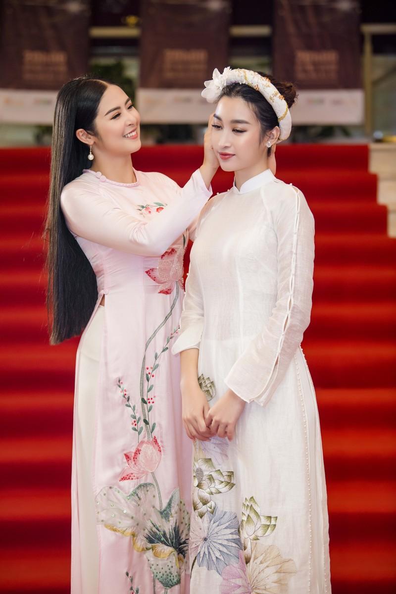 Hoa hậu Ngọc Hân và Đỗ Mỹ Linh hội ngộ khoe sắc đầu năm  - ảnh 2