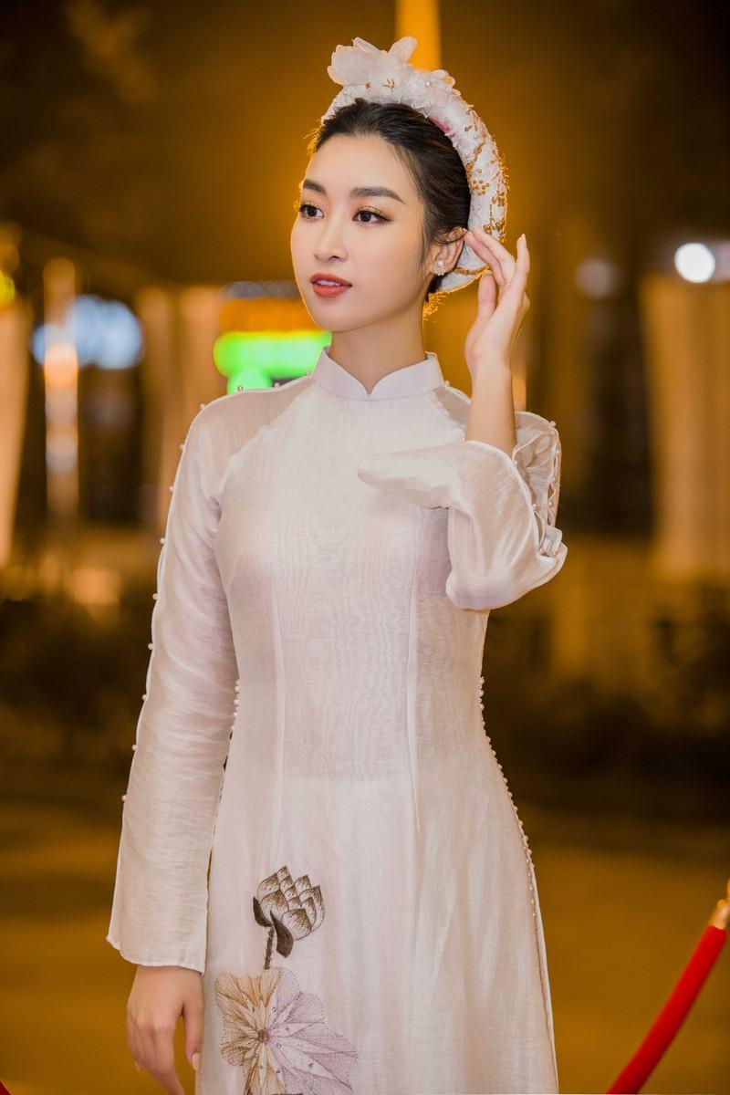 Hoa hậu Ngọc Hân và Đỗ Mỹ Linh hội ngộ khoe sắc đầu năm  - ảnh 4