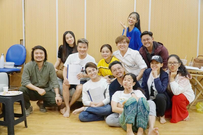 Á hậu Kiều Loan cosplay rapper Đen Vâu trong Táo xuân Canh Tý  - ảnh 3