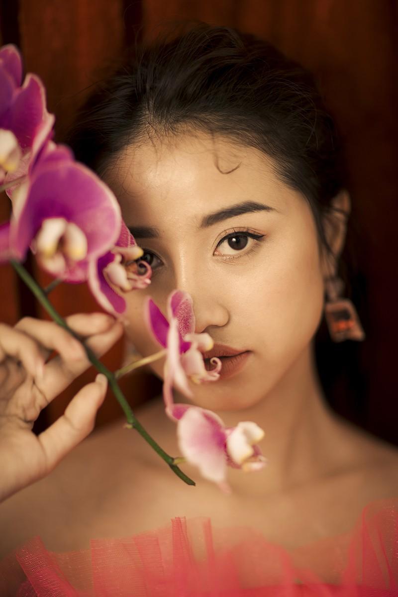 Kaity Nguyễn khoác lên mình áo dài hóa nàng thơ đất kinh kỳ - ảnh 4