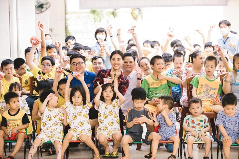 Tiểu Vy cùng các em nhỏ nhảy vũ điệu rửa tay phòng, chống bệnh - ảnh 4
