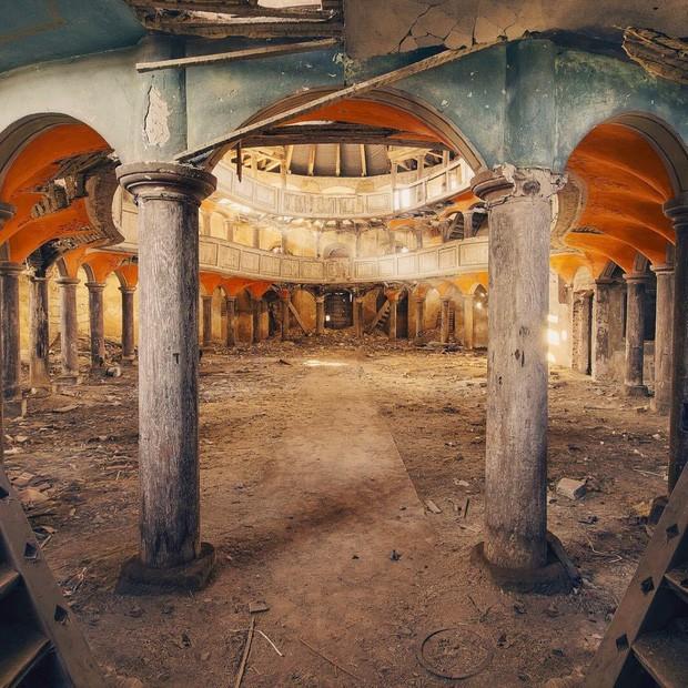 Những bức hình đáng kinh ngạc về những nơi bị bỏ hoang  - ảnh 10