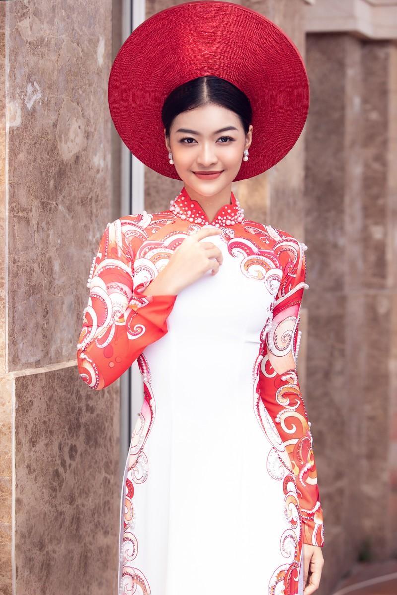 Á hậu Kiều Loan khoe sắc trong trang phục áo dài 3 miền - ảnh 4