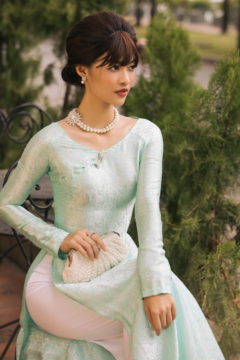 Á hậu Kiều Loan khoe sắc trong trang phục áo dài 3 miền - ảnh 2