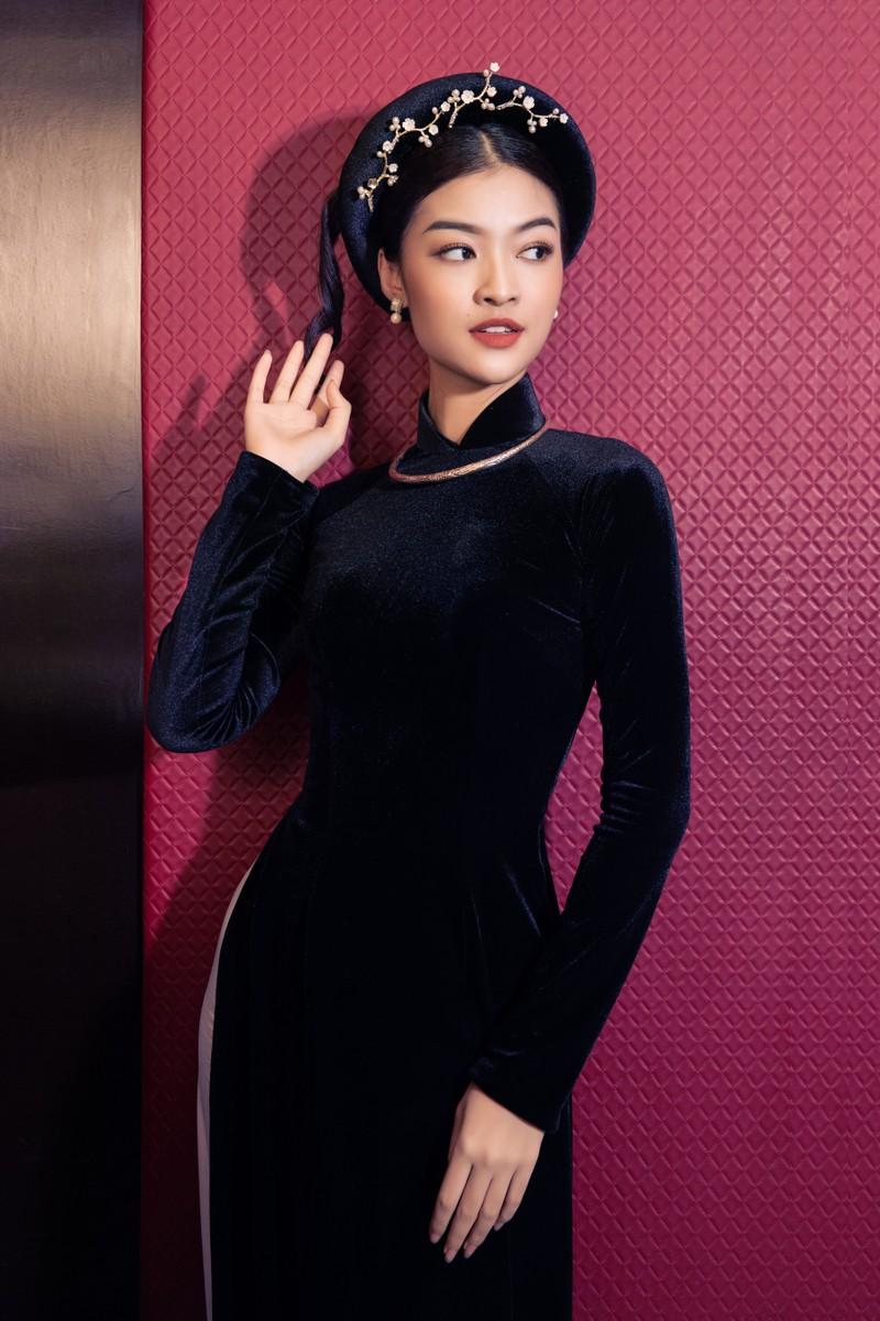 Á hậu Kiều Loan khoe sắc trong trang phục áo dài 3 miền - ảnh 1