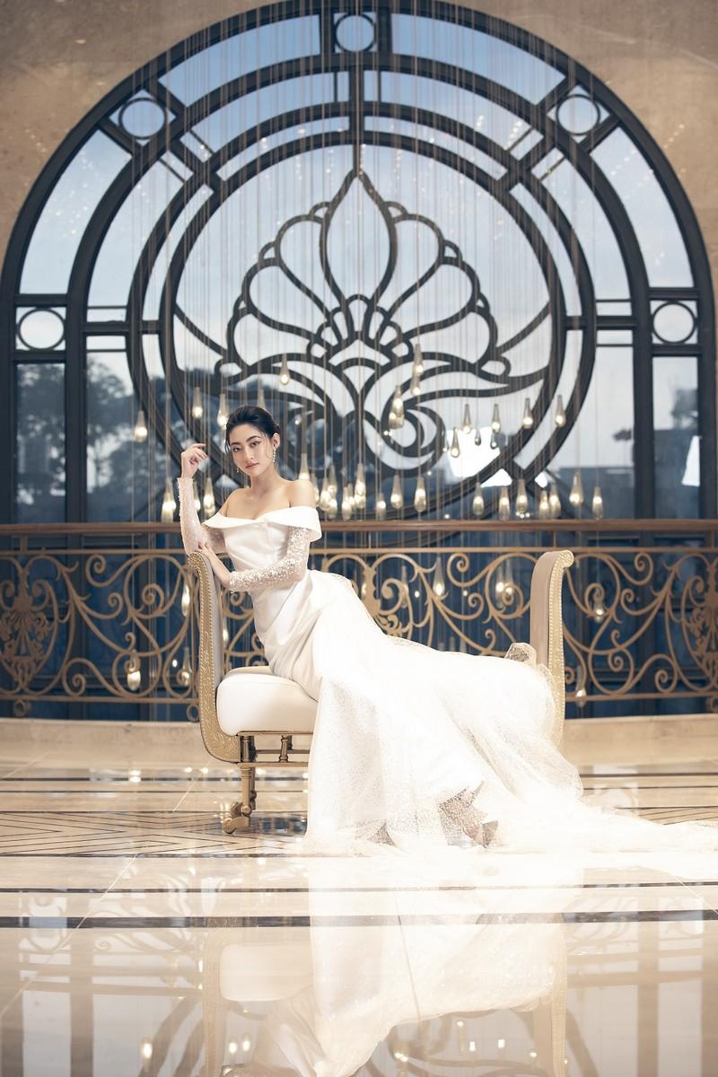 Lương Thuỳ Linh tung bộ ảnh mới hoá thân thành Cinderella - ảnh 2