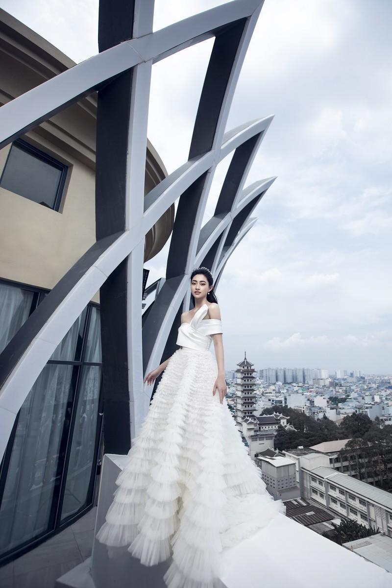 Lương Thuỳ Linh tung bộ ảnh mới hoá thân thành Cinderella - ảnh 5