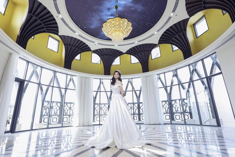 Lương Thuỳ Linh tung bộ ảnh mới hoá thân thành Cinderella - ảnh 1