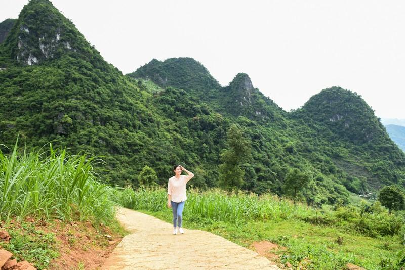 Hoa hậu Lương Thùy Linh khánh thành con đường tại Lũng Lìu - ảnh 2