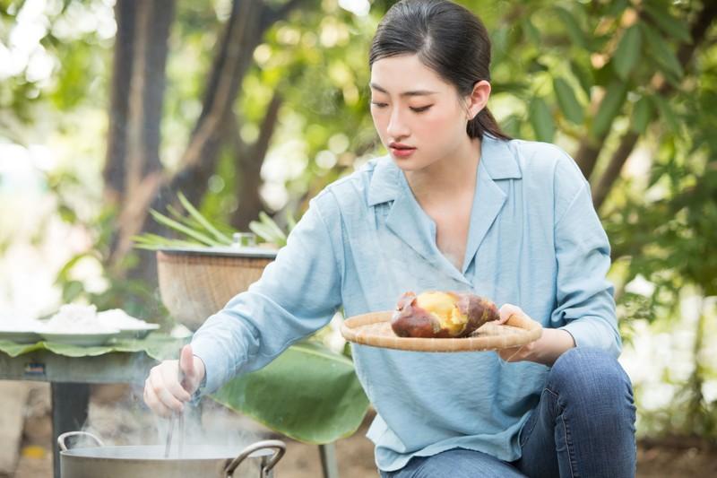 Lương Thuỳ Linh thả dáng đầy thơ mộng giữa vườn cam - ảnh 2