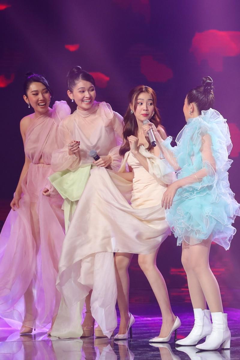 Á hậu Thùy Dung đọ dáng với hoa hậu H'Hen Niê, Khánh Vân - ảnh 2