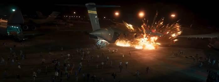 Nam thần Gerard Butler cùng Deadpool sinh tồn trong phim mới - ảnh 2