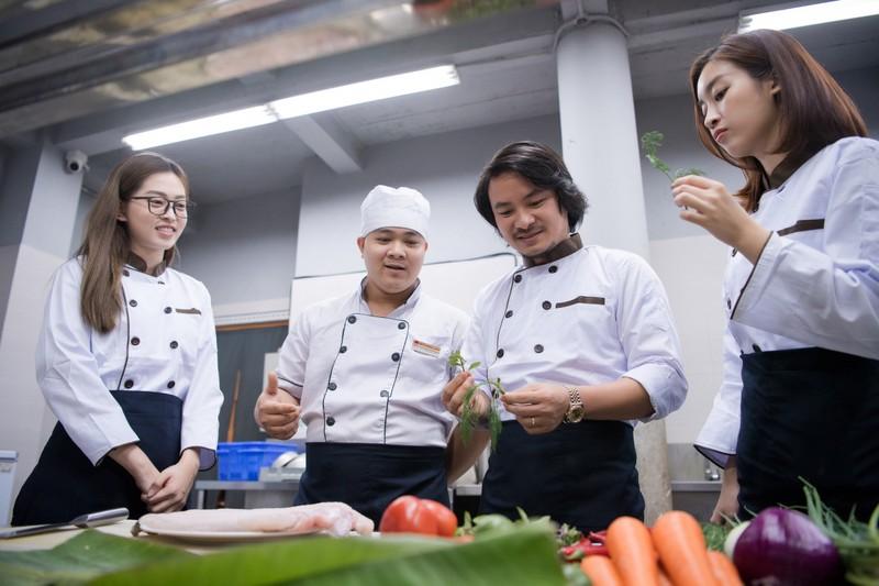 Bí quyết giữ lửa hạnh phúc của bà 'trùm' hoa hậu Phạm Kim Dung - ảnh 4