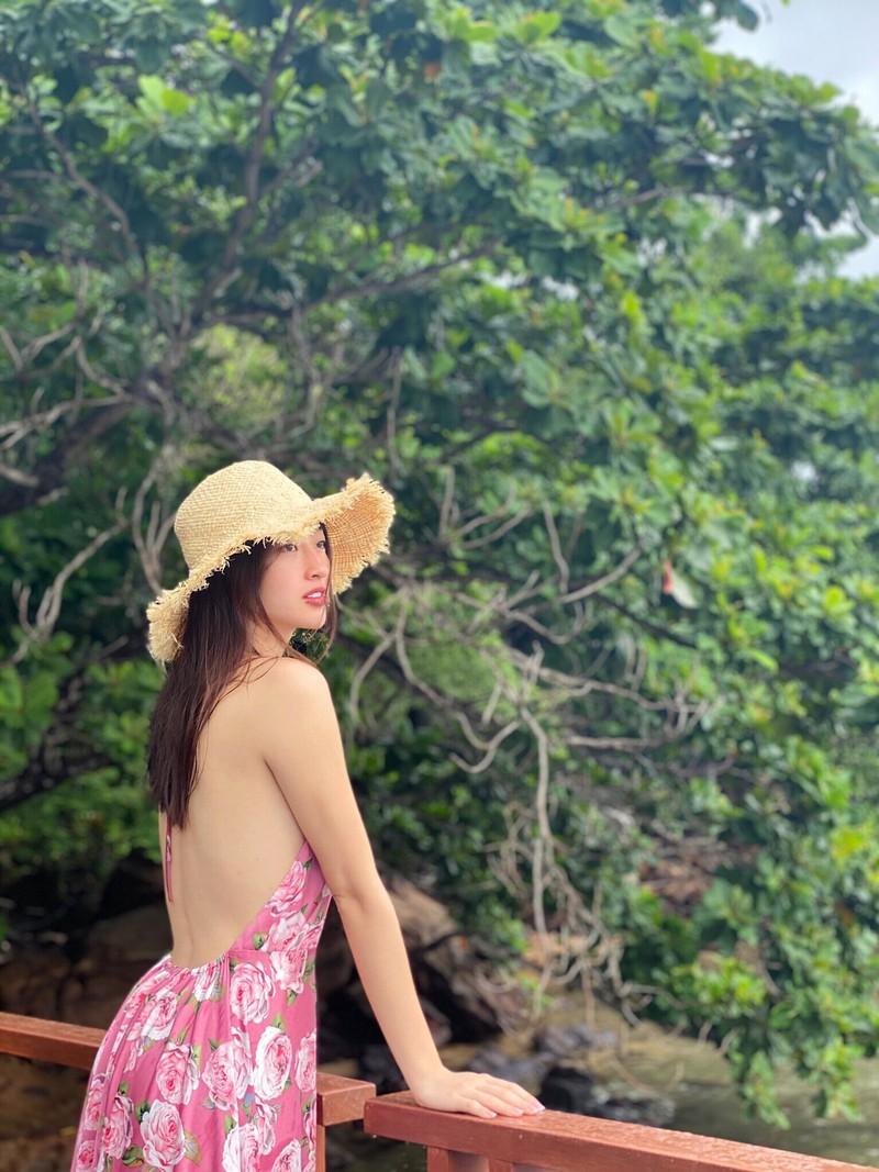 Hoa hậu Lương Thùy Linh khoe body với bikini gợi cảm - ảnh 6