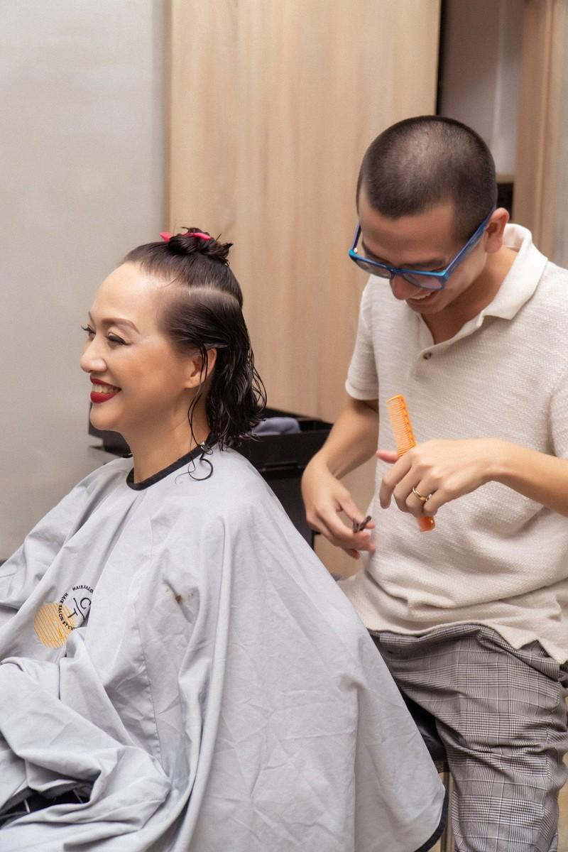 NSND Lê Khanh hy sinh mái tóc dài suốt 20 năm để đóng phim  - ảnh 4