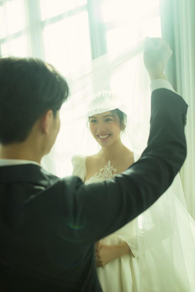 Á hậu Thúy Vân tung ảnh cưới đẹp lung linh trước thềm hôn lễ - ảnh 3