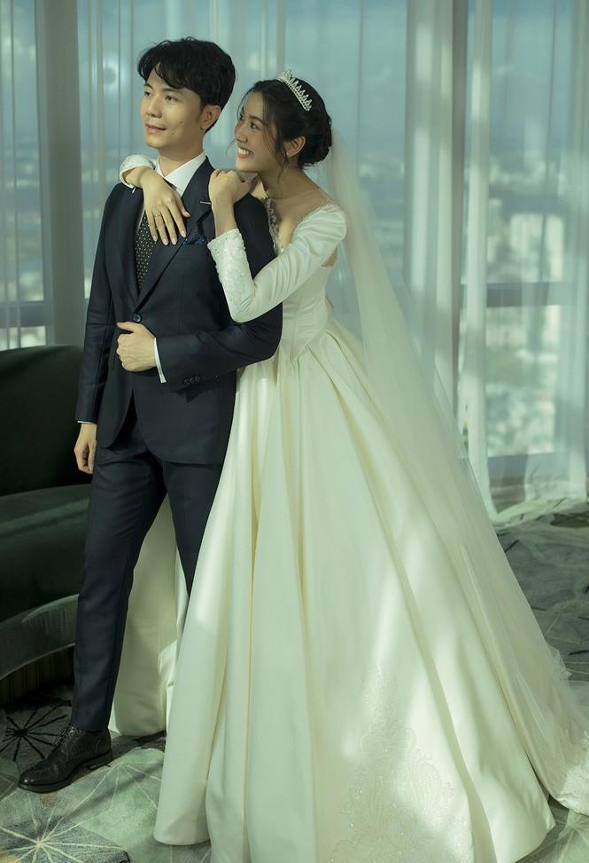 Á hậu Thúy Vân tung ảnh cưới đẹp lung linh trước thềm hôn lễ - ảnh 1