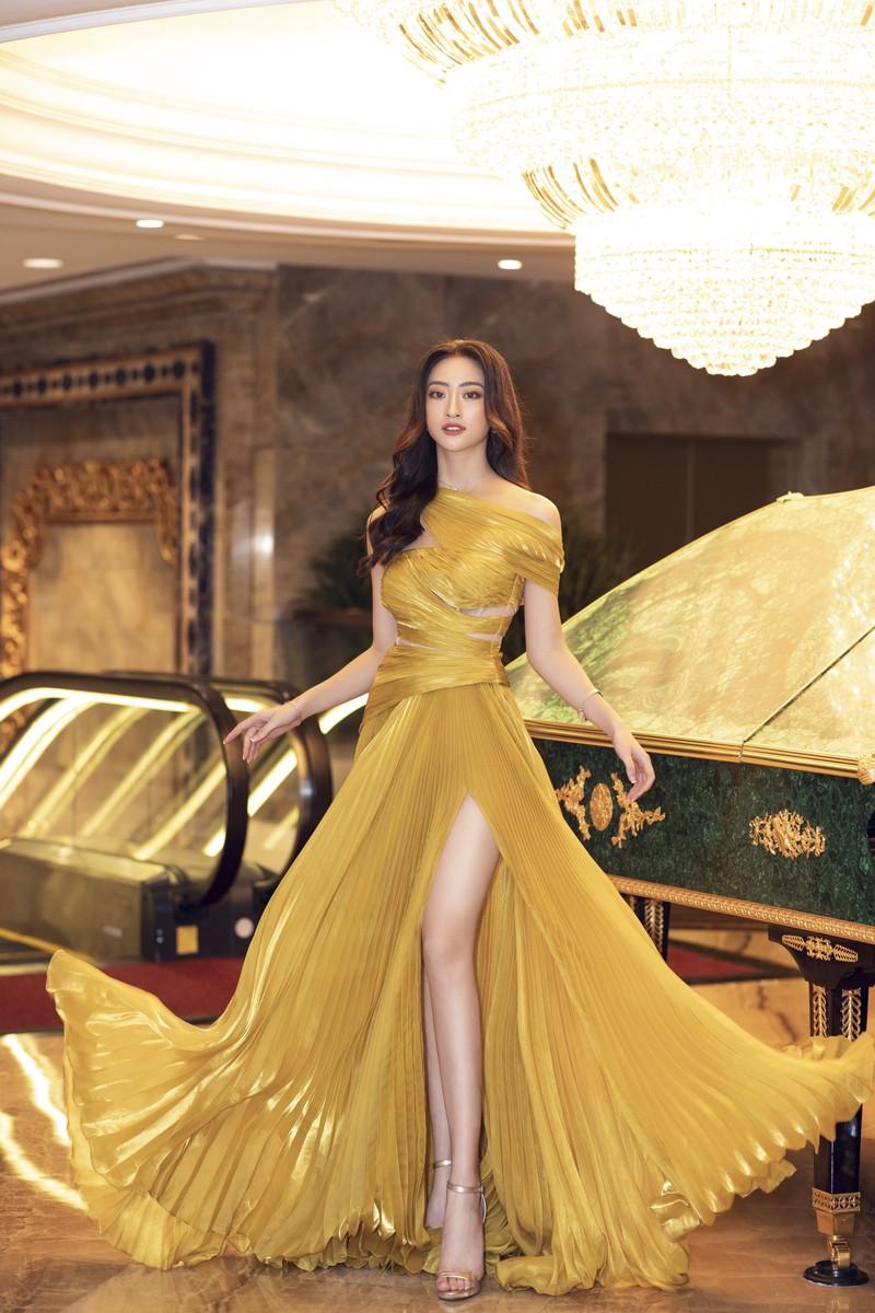 Hoa hậu Lương Thùy Linh làm giám đốc ở tuổi 20 - ảnh 1