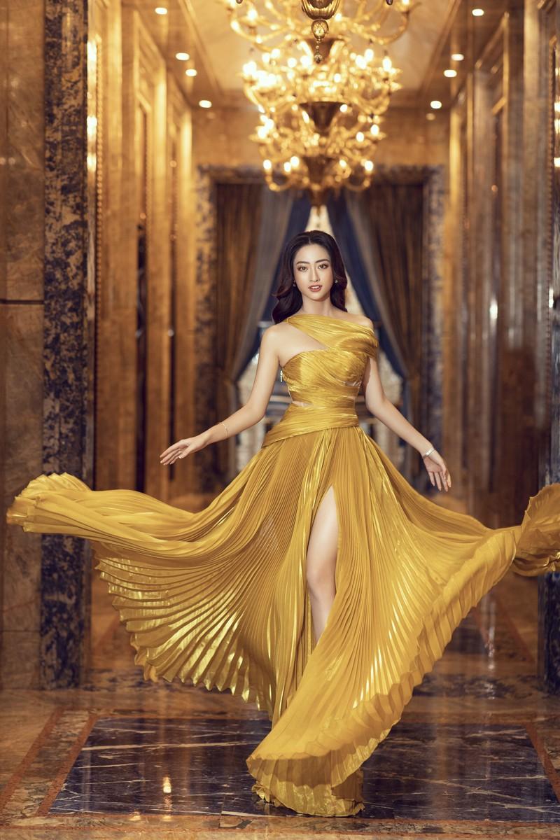 Hoa hậu Lương Thùy Linh làm giám đốc ở tuổi 20 - ảnh 6