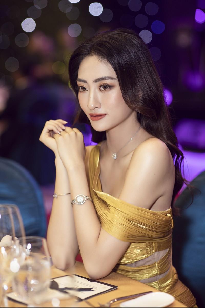 Hoa hậu Lương Thùy Linh làm giám đốc ở tuổi 20 - ảnh 7