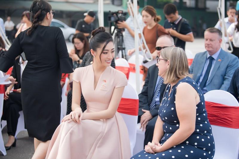 Hoa hậu Lương Thùy Linh tuyên truyền phòng chống mua bán người - ảnh 9