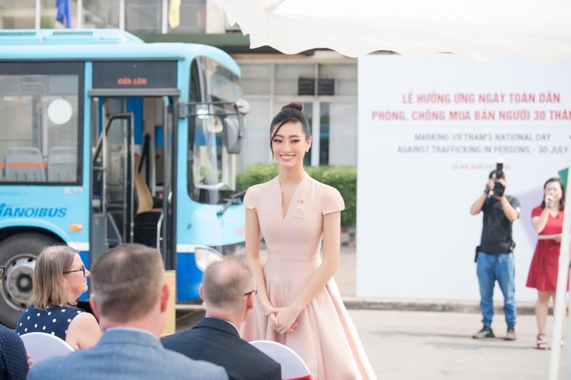 Hoa hậu Lương Thùy Linh tuyên truyền phòng chống mua bán người - ảnh 4