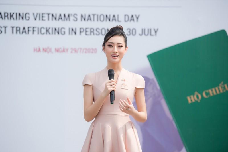 Hoa hậu Lương Thùy Linh tuyên truyền phòng chống mua bán người - ảnh 10