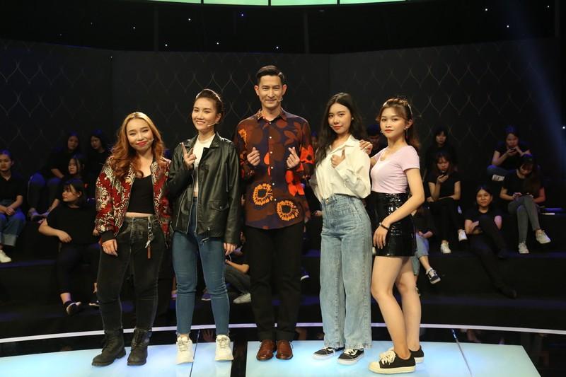 Diễn viên Thúy Nga cà khịa Huy Khánh mặc áo 'bông quá' - ảnh 2