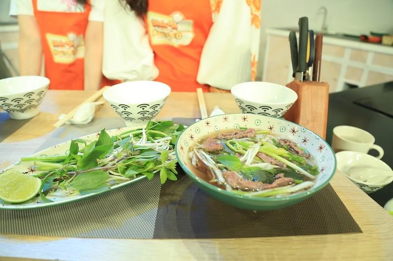 Nguyễn Hồng Thuận tiết lộ mẹ là người truyền cảm hứng nấu ăn  - ảnh 4