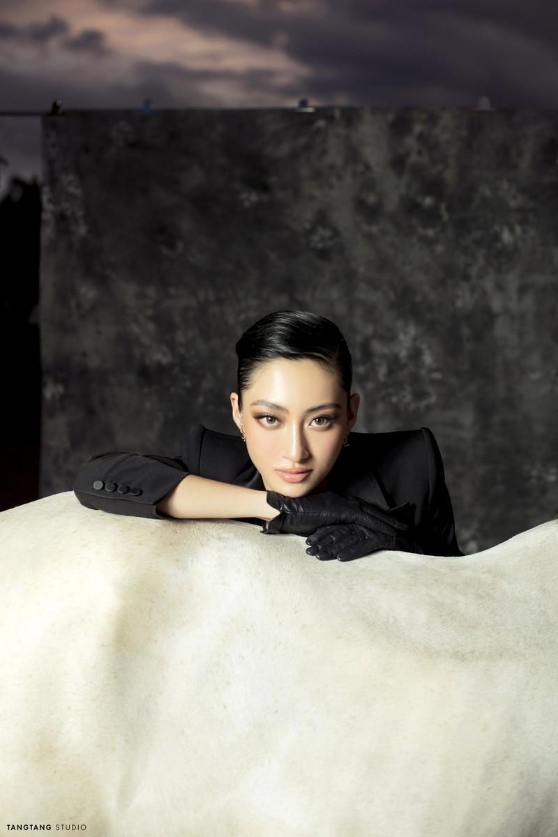 Lương Thùy Linh thay đổi hình tượng trong bộ ảnh sinh nhật  - ảnh 2