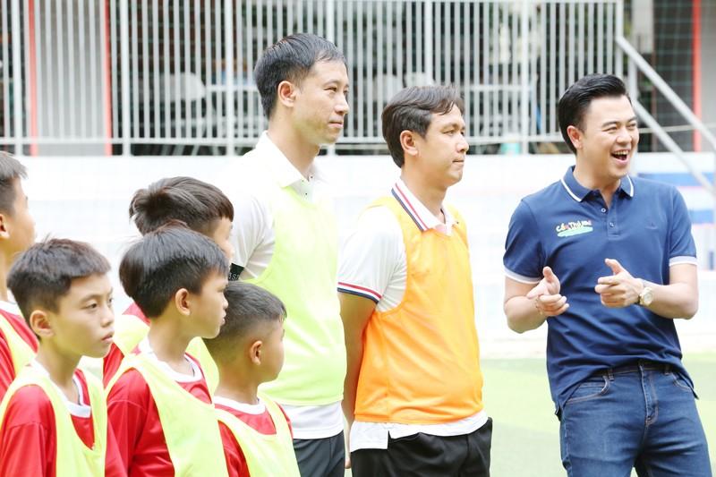 3 huyền thoại bóng đá Việt Nam hội ngộ tại Cầu thủ nhí 2020 - ảnh 2