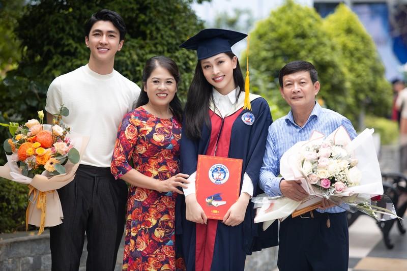 Á hậu Phương Nga tốt nghiệp đại học Kinh tế Quốc dân - ảnh 8