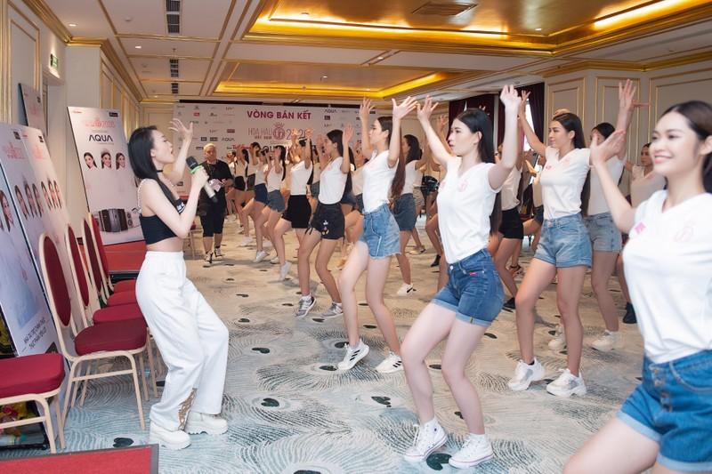 Đột nhập hậu trường tập luyện của thí sinh Hoa hậu Việt Nam  - ảnh 3
