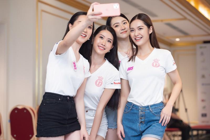 Đột nhập hậu trường tập luyện của thí sinh Hoa hậu Việt Nam  - ảnh 6