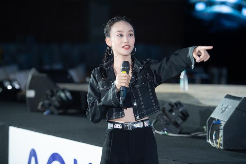 Đạo diễn Hoàng Nhật Nam cùng ê-kíp với đêm Bán kết mãn nhãn  - ảnh 6