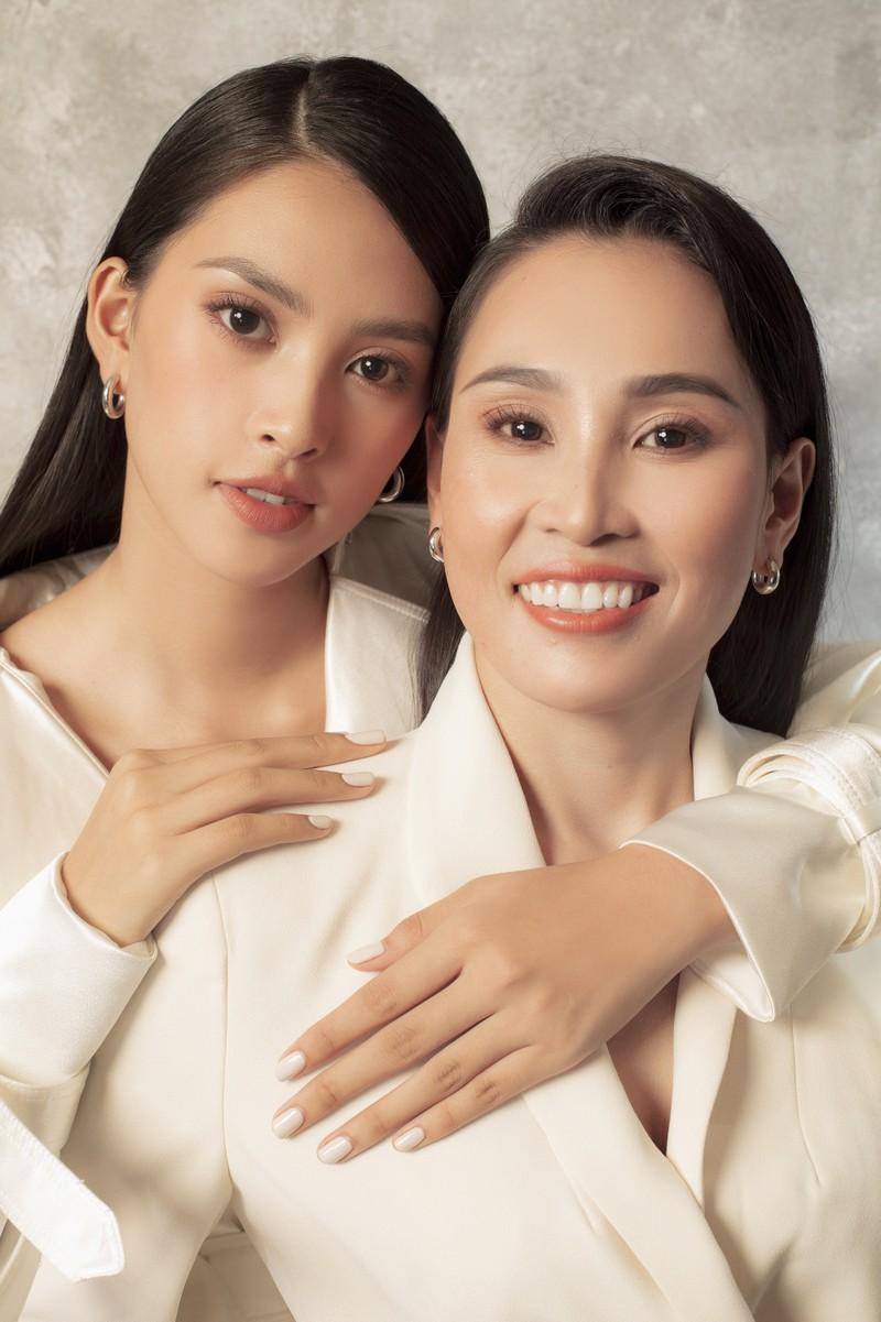 Tiểu Vy khoe sắc cùng mẹ trong bộ ảnh mới  - ảnh 8