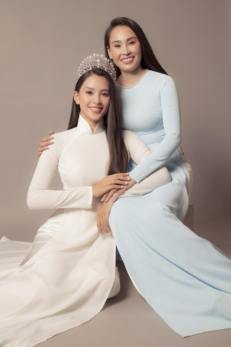 Tiểu Vy khoe sắc cùng mẹ trong bộ ảnh mới  - ảnh 3