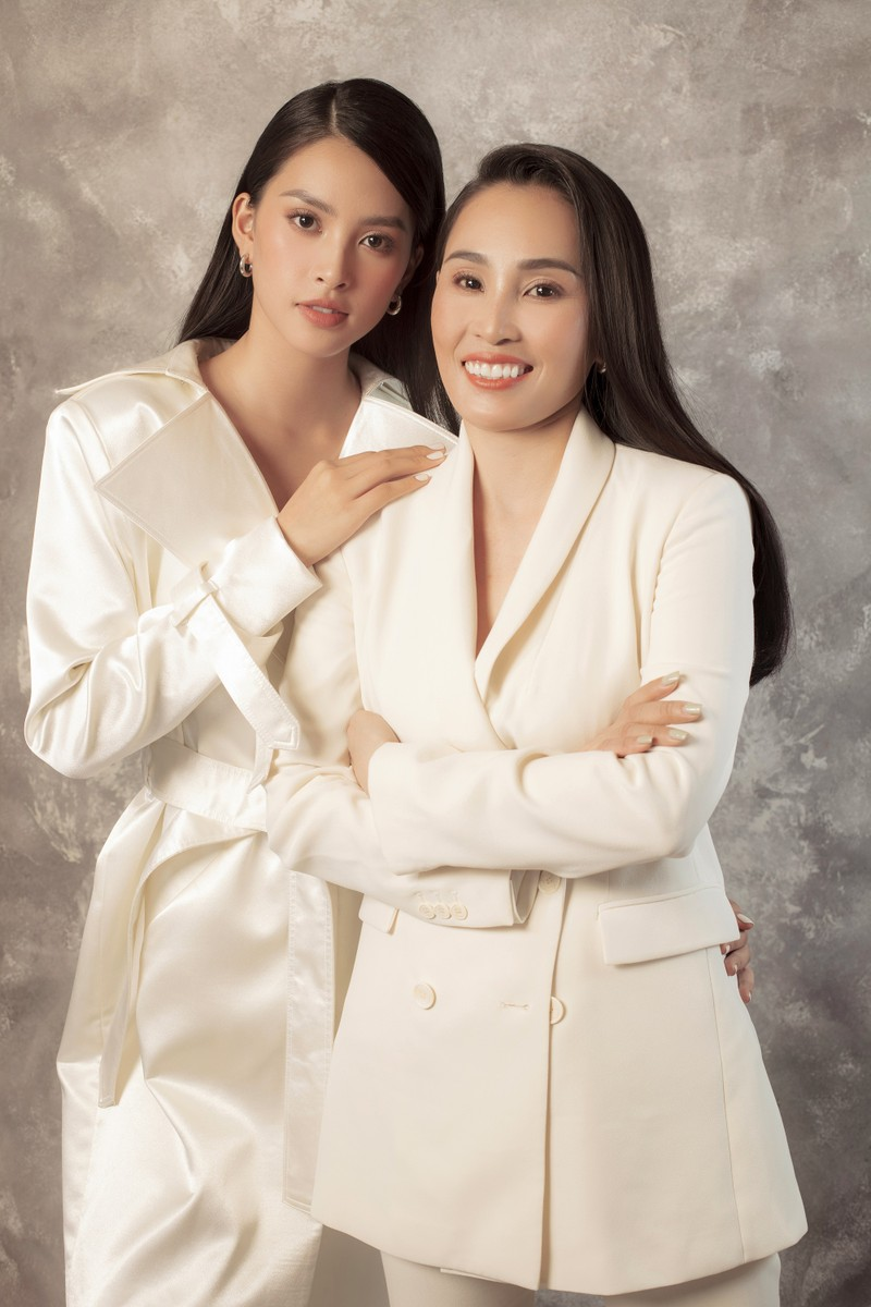 Tiểu Vy khoe sắc cùng mẹ trong bộ ảnh mới  - ảnh 2