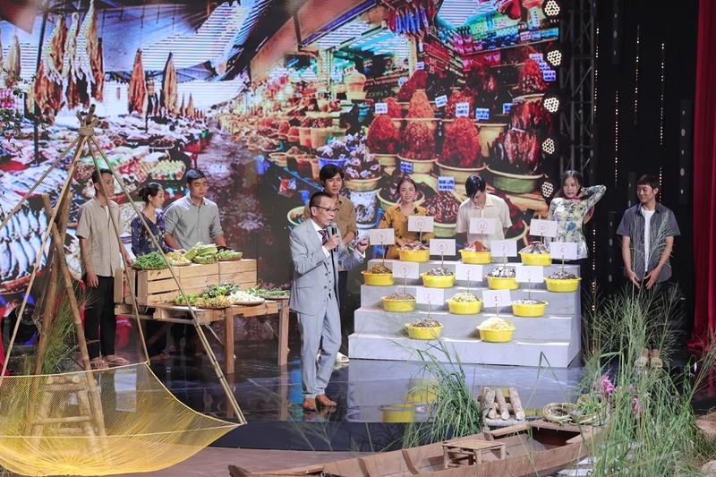 Hoa hậu Khánh Vân bắt đền H'Hen Niê vì bị ép uống rượu cần - ảnh 1