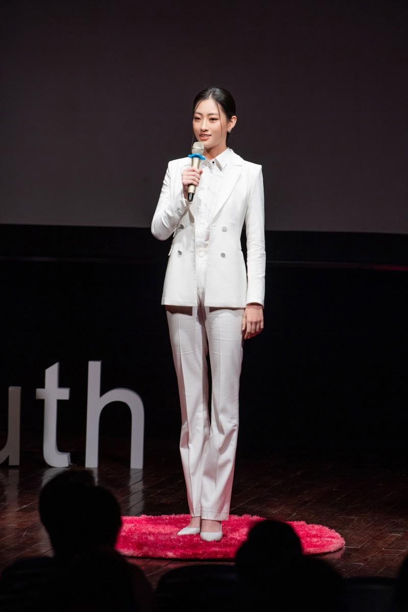 Lương Thuỳ Linh làm diễn giả bằng tiếng Anh - ảnh 4