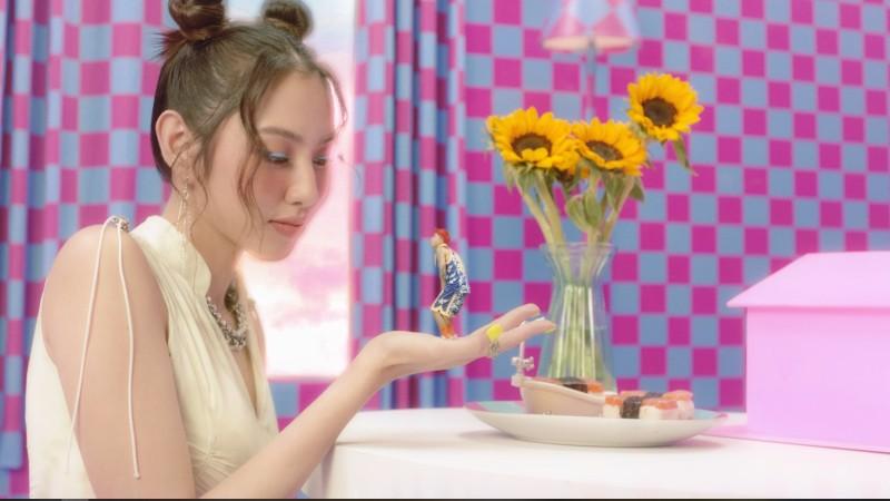 Chiêm ngưỡng nhan sắc của Thùy Tiên trong MV mới của Mr.T - ảnh 4