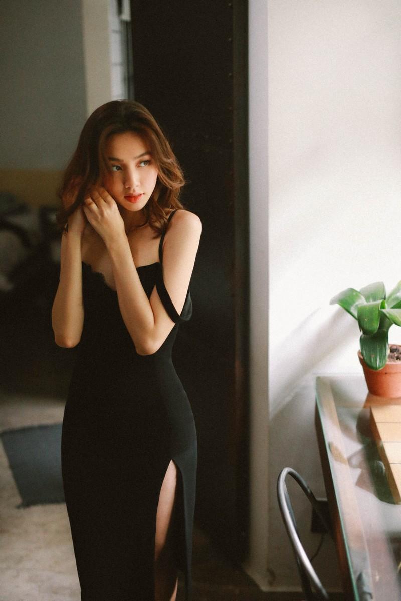 Chiêm ngưỡng nhan sắc của Thùy Tiên trong MV mới của Mr.T - ảnh 2