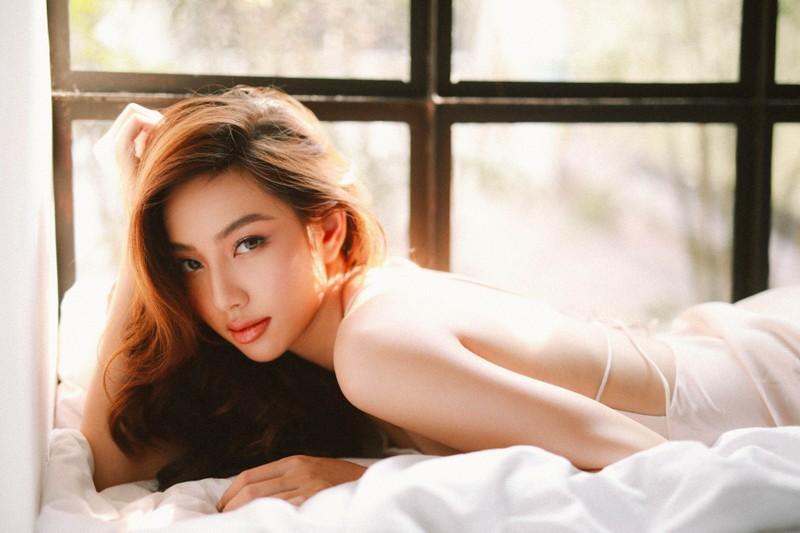Chiêm ngưỡng nhan sắc của Thùy Tiên trong MV mới của Mr.T - ảnh 1
