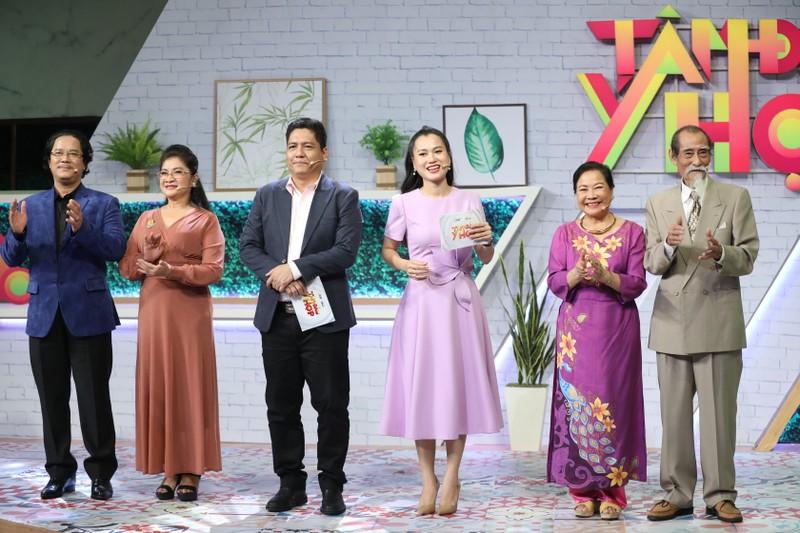 Lâm Vỹ Dạ gặp lại cô giáo sau 12 năm trong gameshow - ảnh 1