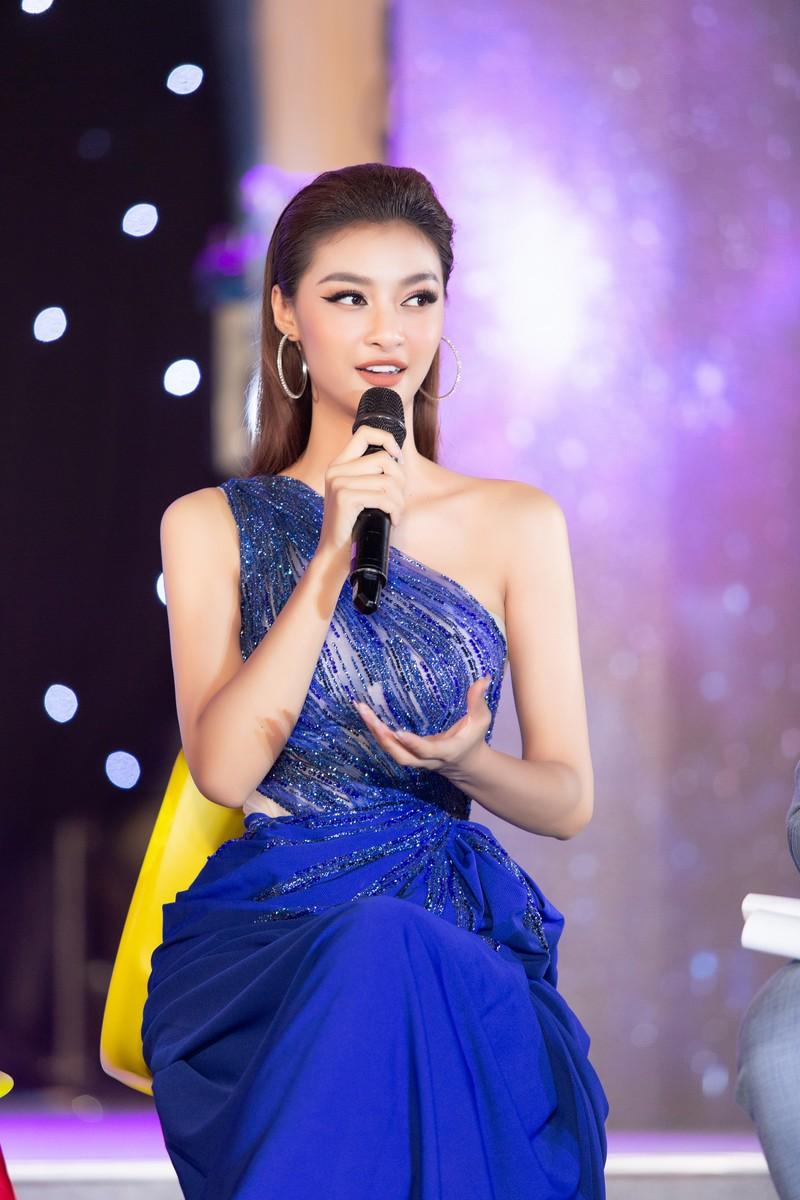 Lương Thùy Linh, Kiều Loan được fan săn đón tại Cần Thơ - ảnh 3