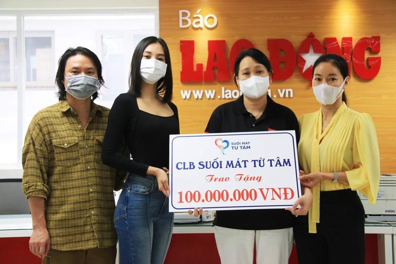 Dàn hoa hậu tặng 100 triệu mua vaccine cho công nhân Bắc Giang - ảnh 1