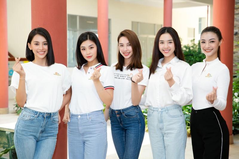 Dàn hoa hậu tặng 100 triệu mua vaccine cho công nhân Bắc Giang - ảnh 5